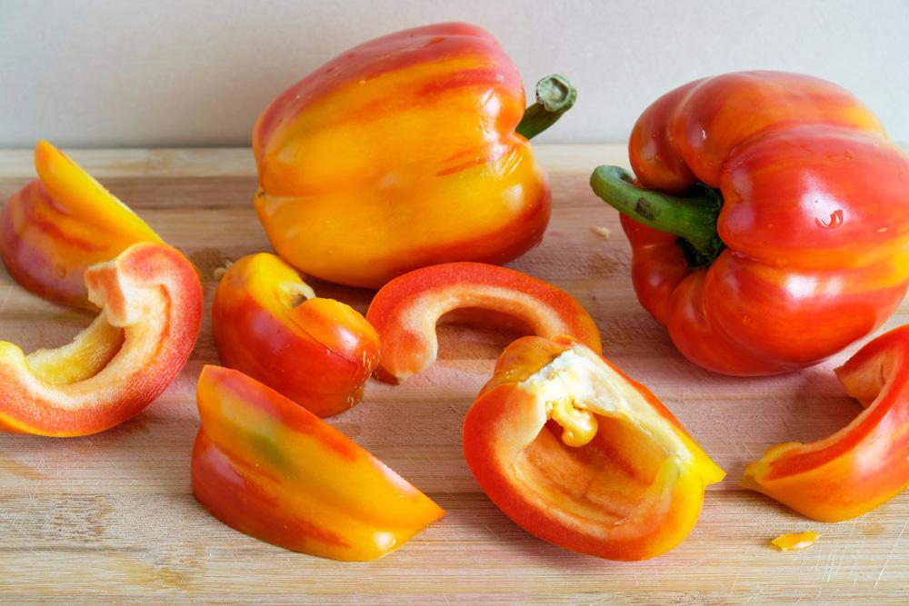 Paprika's snijden voor ingelegde paprika. Vegan prep box van Boerschappen ism Home Made Chefs