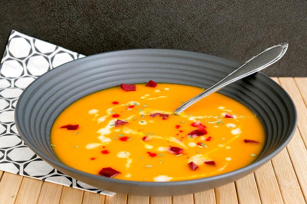Oranje paprika-soep: vegan Koningsdagrecept