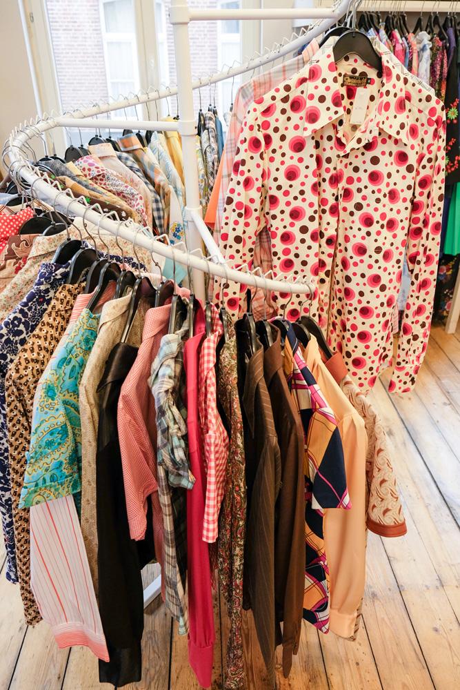 Vintage vondsten bij tweedehands winkel AssepoesStedentrip Hasselt, Belgie, hotspots, wandelingen, winkels, winkelen, tips, wandelen