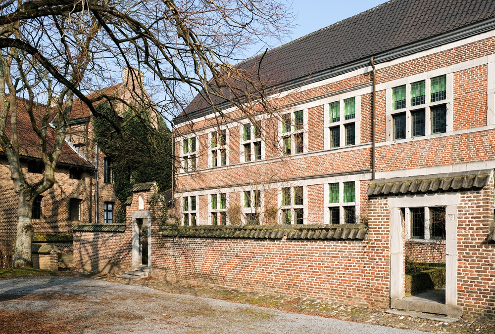Rustmomentje: een begijnhof in Hasselt.. Stedentrip Hasselt, Belgie, hotspots, wandelingen, winkels, winkelen, tips, wandelen