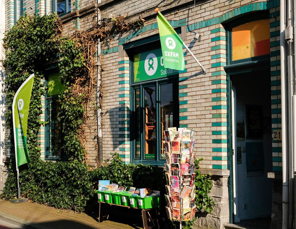 Scoor nog even een tweedehands boek bij Oxfam. Stedentrip Hasselt, Belgie, hotspots, wandelingen, winkels, winkelen, tips, wandelen