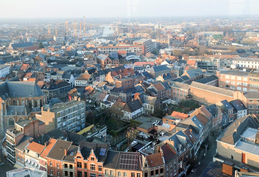 Vanaf de 19de verdieping is dit het uitzicht vanuit de Sky Lounge. Stedentrip Hasselt, Belgie, hotspots, wandelingen, winkels, winkelen, tips, wandelen
