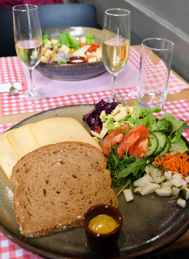 Gezond lunchen bij restaurant Koe-vert. Stedentrip Hasselt, Belgie, hotspots, wandelingen, winkels, winkelen, tips, wandelen