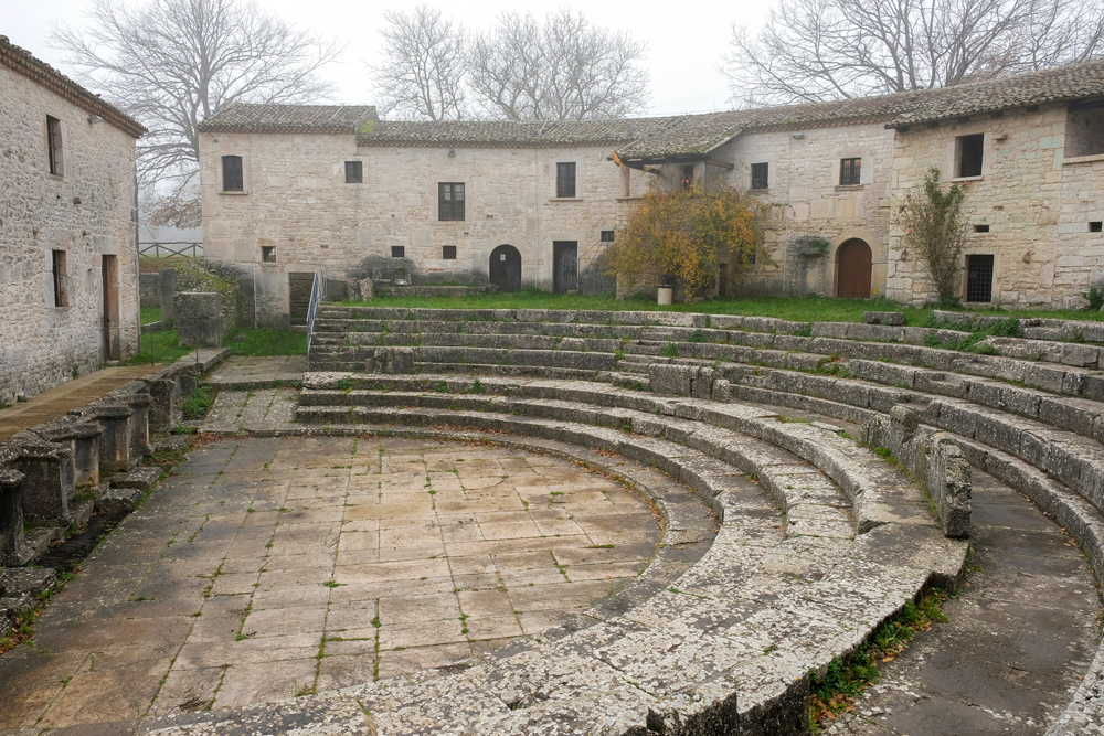 Altilia, een van de Romeinse vindplaatsen in Molise. Molise, Italie, duurzame rondreis in een ontontdekte regio. Moleasy
