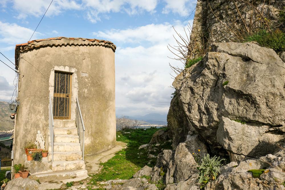 Er wonen nog maar enkele tientallen mensen in Roccapipirozza. . Molise, Italie, duurzame rondreis in een ontontdekte regio. Moleasy
