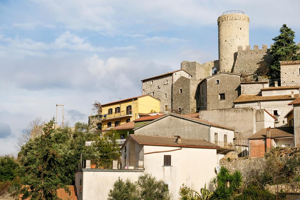 Het dorp Roccapipirozza in Molise, Italië
