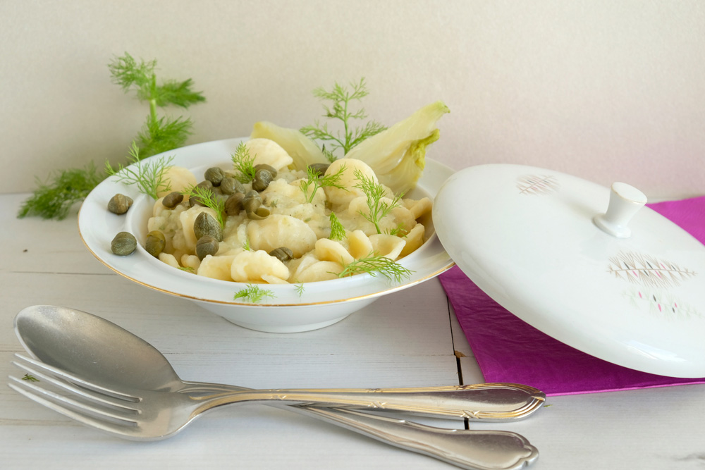 Vegan pasta met venkelsaus en kappertjes