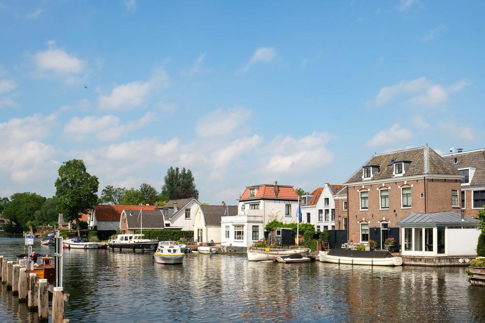 De Fietsboot vertrekt vanuit Nieuwersluis. De Fietsboot vaart over de Vecht op het stuk tussen Nieuwersluis en Oud-Zuilen met stops in Breukelen en Maarssen