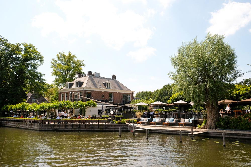 Buitenplaats Slangevegt met een top-terras aan het water