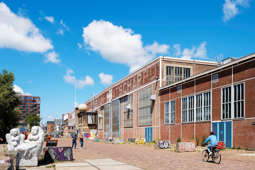 We lopen verder richting Noorderlicht. Wandelroute Amsterdam-Noord, wandelen, duurzaam