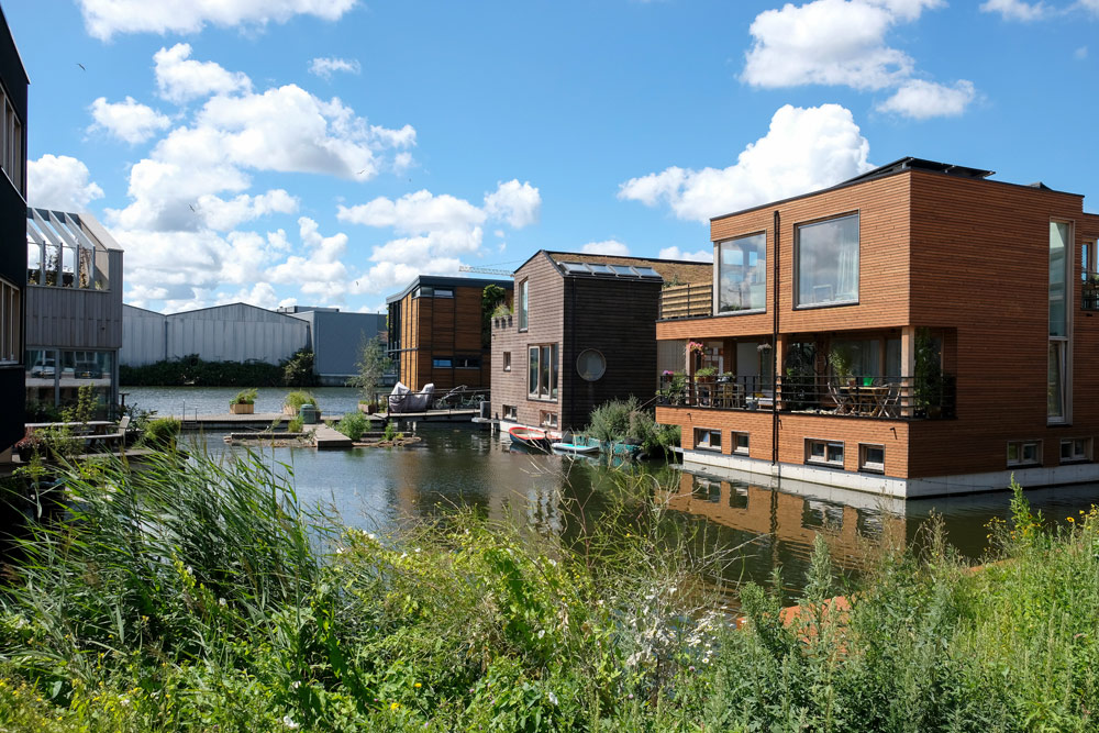 Duurzame, drijvende woonwijk Schoonschip. Wandelroute Amsterdam-Noord, wandelen, duurzaam