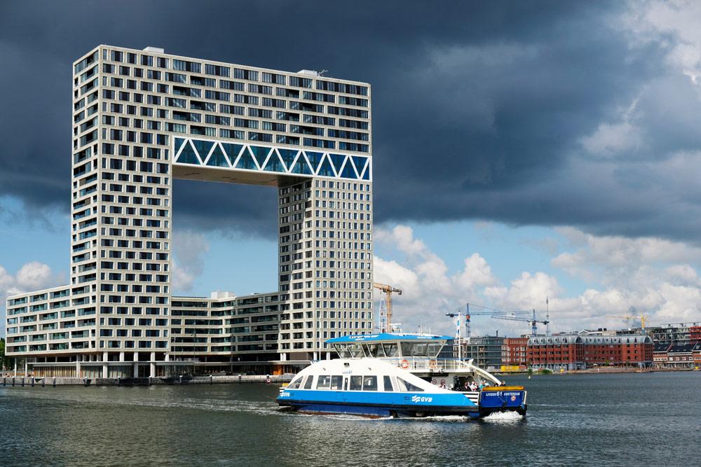 Neem bij Pontsteiger de pont naar Amsterdam-Noord. Wandelroute Amsterdam-Noord, wandelen, duurzaam