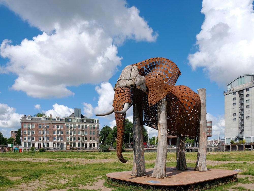 Het Stenen Hoofd met een kunstwerk van Jantien Mook. Wandelroute Amsterdam-Noord, wandelen, duurzaam