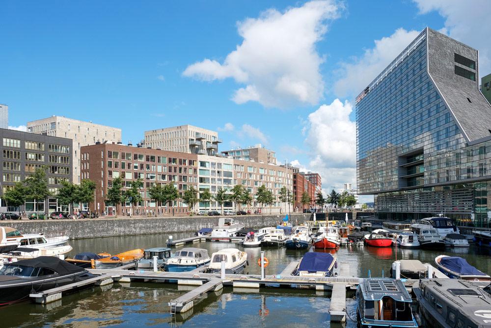 Het Westerdok is de afgelopen jaren enorm veranderd. . Wandelroute Amsterdam-Noord, wandelen, duurzaam